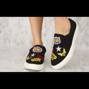 BLACK ABSTRACT EMBROIDERED SNEAKERS.